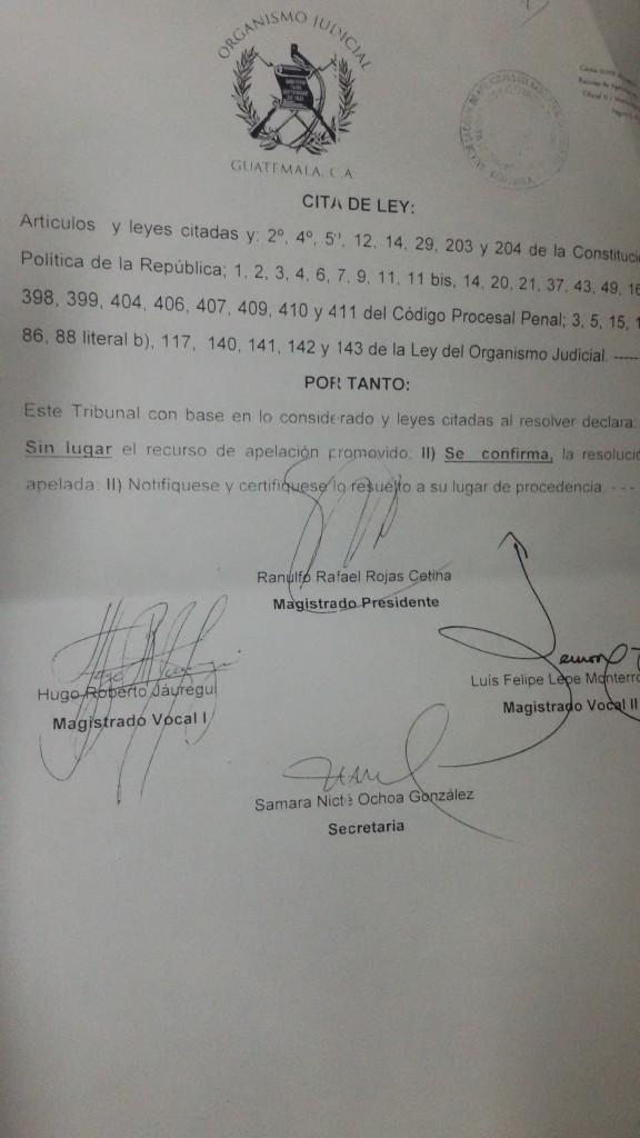 La resolución fue firmada por Rafael Rojas, Hugo Jáuregui y Luis Felipe Lepe. El fallo confirma que el caso contra Efraín Ríos Montt debe ser conocido por el Tribunal B de Mayor Riesgo.
