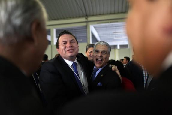 Los rivales, López Villatoro (izq) y el ministro y subsecretario del PP, Carlos Contreras.