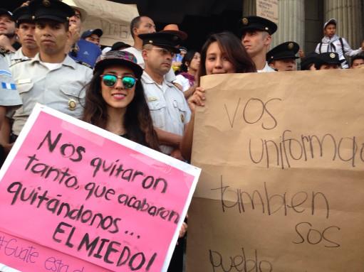 Andrea y Alejandra, de 21.