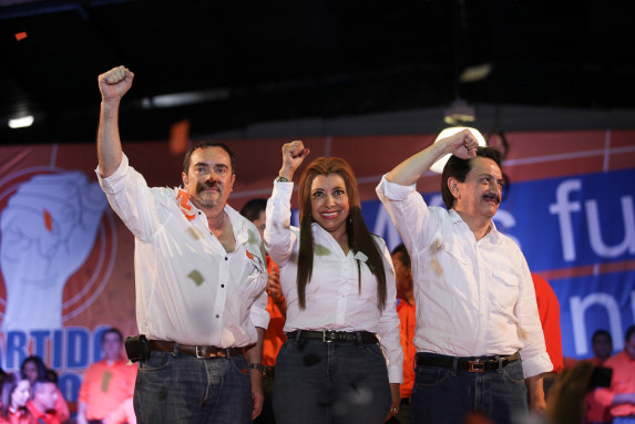 Valentín Gramajo, candidato a vice; Anabella de León, a alcaldesa; y Mario David García.