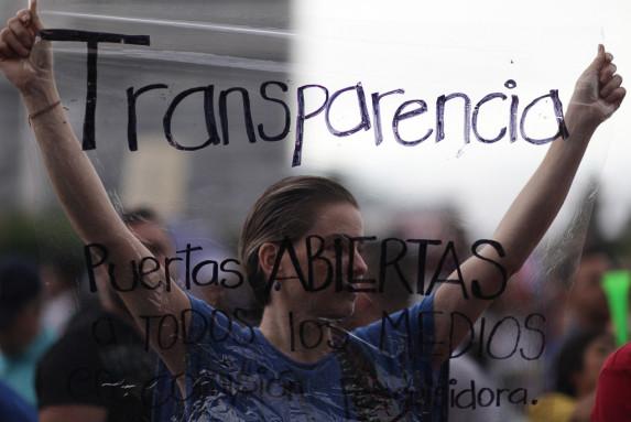 Protesta pacifica piden renuncia de Otto Perez-22