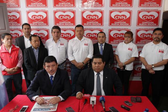 CNN anunció que apoya a Baldizón. En la conferencia, los primeros medios en colocar sus micrófonos fueron NTV, Sonora, Vea Canal. Y en las manos de Bernal, La Nación.