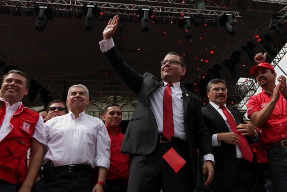 Manuel Baldizón, junto a algunos de sus más cercanos colaboradores, el 3 de mayo.