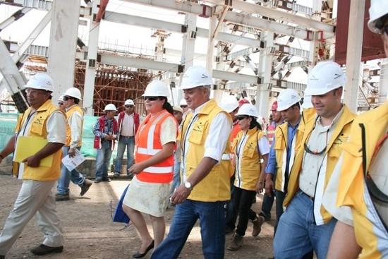 El expresidente Pérez Molina, en una de sus visitas a la planta de Jaguar Energy.