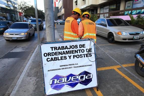 Un día después de la aprobación de la segunda ley Tigo en 2015 (y con el decreto equivocado), una subsidiaria empezó a instalar postes.
