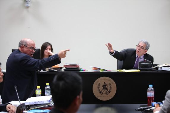 El abogado de un acusado, Mario Sanler, intentó hacer un show de la jornada.