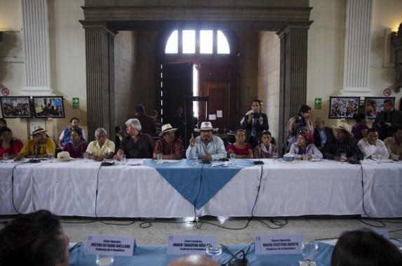 Dirigentes campesinos y de organizaciones, hombres y mujeres, en el Congreso.