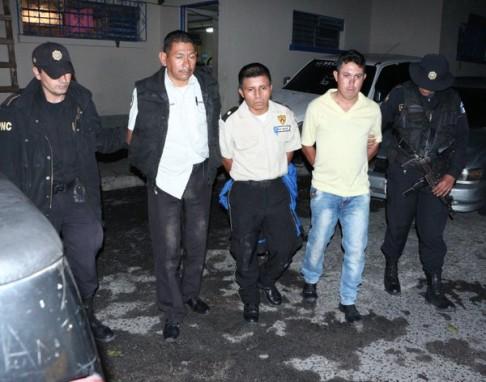 Los guardias capturados. Foto: PNC.