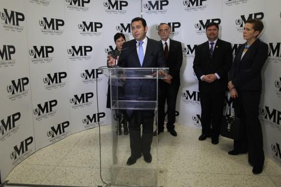 La conferencia más hipócrita. Jimmy Morales pediría después la salida de la jefa del PNUD (aliada de la CICIG) y Rafael Rojas, presidente de la CSJ, votaría en contra de casos o candidatos validados por el MP y la CICIG.