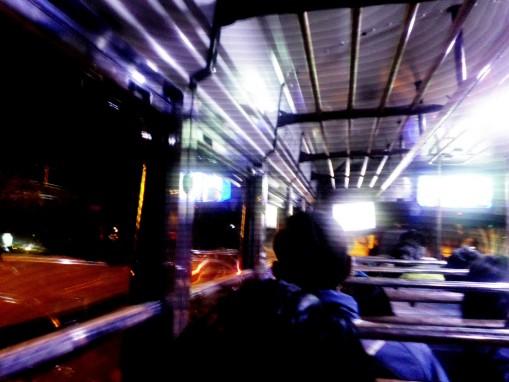 La Vida Surreal dentro de las camionetas.
