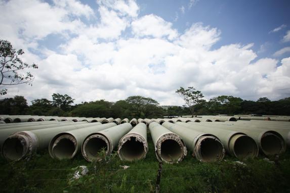 Los tubos de la hidroeléctrica en Ixquisis.