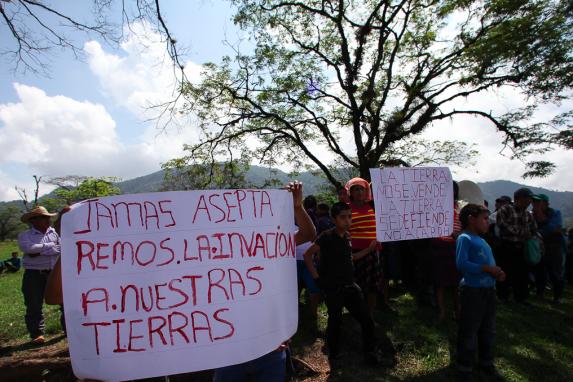Vecinos de Ixquisis que se oponen a la hidroelectrica.