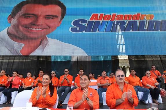 Los tres de la mesa principal están hoy presos, acusados de casos de corrupción.