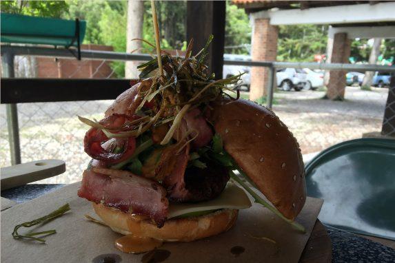 """""""El Burger"""", hermoso pero imposible de comer"""