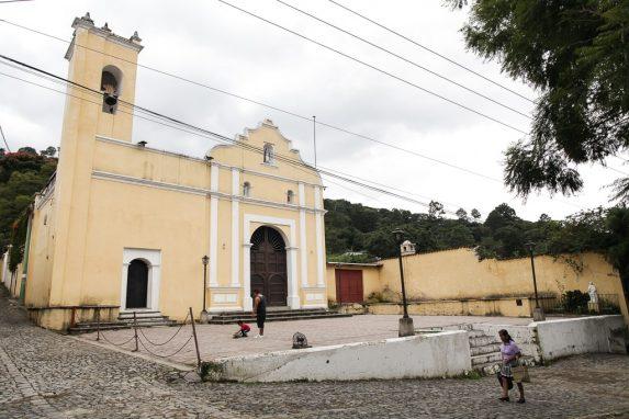 La iglesia a la que está asignado el padre Felipe.