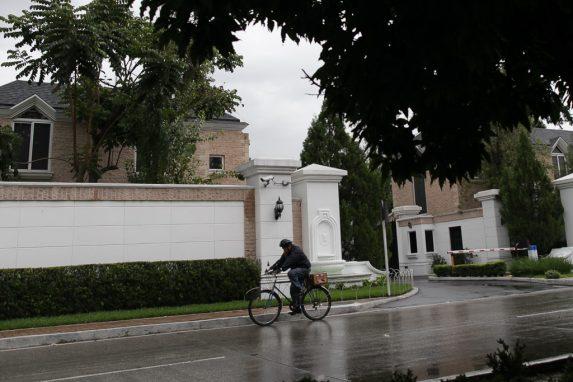 El residencial es propiedad del sacerdote. Foto: Carlos Sebastián.