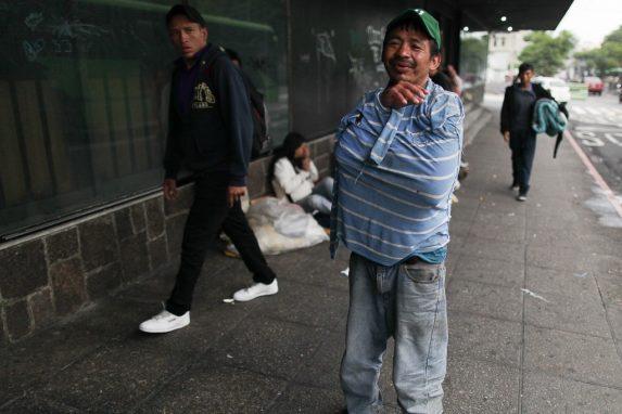 personas-sin-hogar-que-duermen-en-las-calles-de-la-ciudad-de-guatemala-18-min
