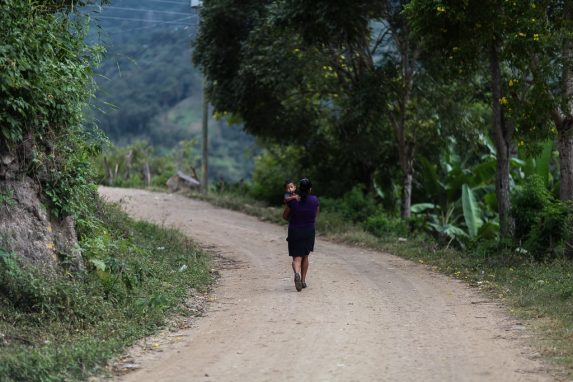 vecinos-del-caserio-el-magueyal-aldea-tasharja-san-ermita-chiquimula-aisten-a-pesar-y-a-medir-a-ninos-1-min