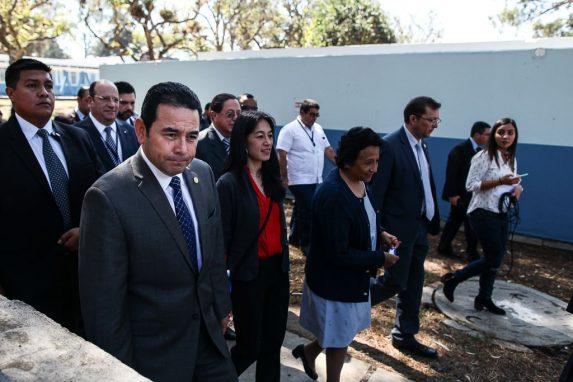 Jimmy Morales presidente durante la inauguracion de remodelacion u construccion de modulo en el hospital psiquiatrico Federico Mora-16-min