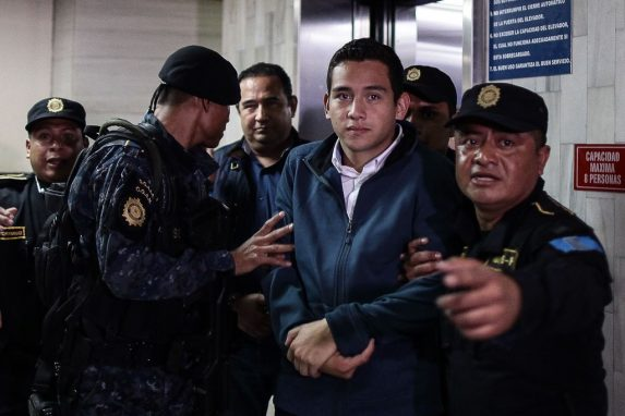 Juan Manuel Morales acudió a los tribunales. Por ser hijo del Presidente no fue aprehendido en Casa Presidencial.