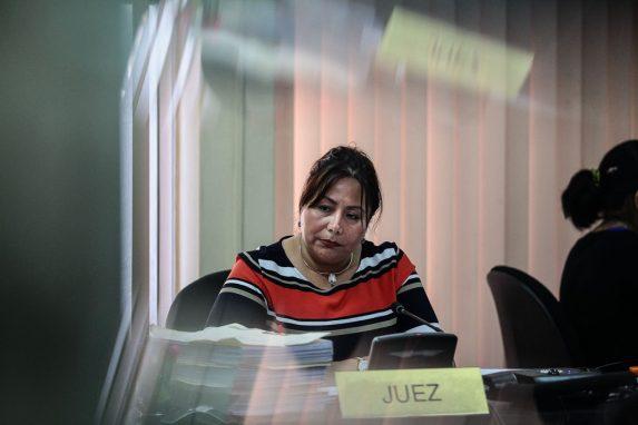 Silvia de León, jueza Sexta del Ramo Penal, estuvo a cargo de la audiencia que duró más de ocho horas.