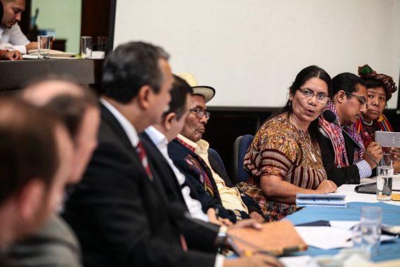 Autoridades indígenas presentaron sus argumentos a los diputados en el Congreso. Foto: Carlos Sebastián.