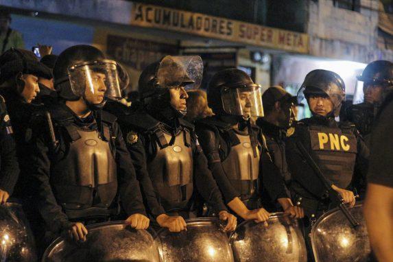 Policías antimotines