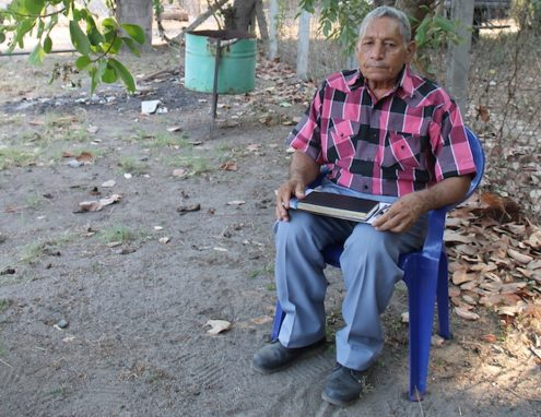 Luis Ramos fue uno de los fundadores de la Cooperativa Bajo Lempa y la Asociación Mangle a principios de los años noventa. Foto de Martha Pskowski para Mongabay