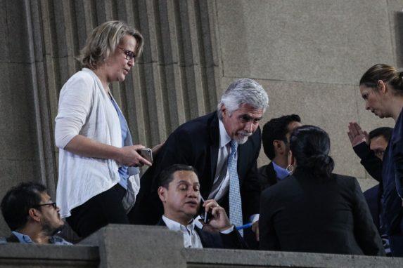 Méndez Ruiz, al centro, en una actividad en el Congreso.