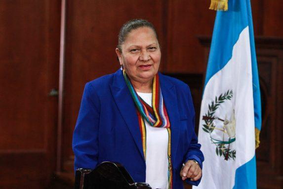 (LiveBlog) Consuelo Porras calla, Congreso se revela, Giammattei se lava las manos. imagen
