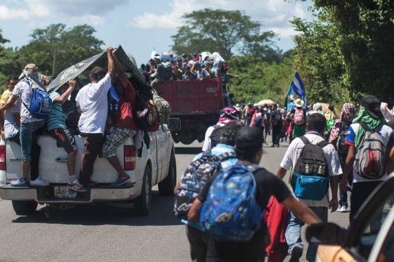 Picops y camiones han ayudado a parte de los refugiados a avanzar por el camino. Con la muerte de un compañero, temen de que dejen de ayudarles.