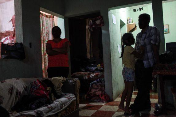 La familia acepta que el papá migre, como última alternativa para sobrevivir al clima de violencia en Colomba.