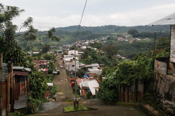 Vista panorámica de Colomba Costa Cuca, una comunidad montañosa y donde las pandillas han logrado migrar para acosar a sus pobladores.