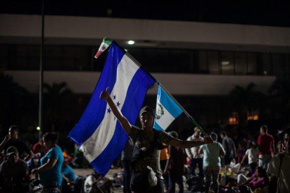 Una caravana en tres países. Salieron de Honduras, pasaron por Guatemala y su misión es transitar por México.
