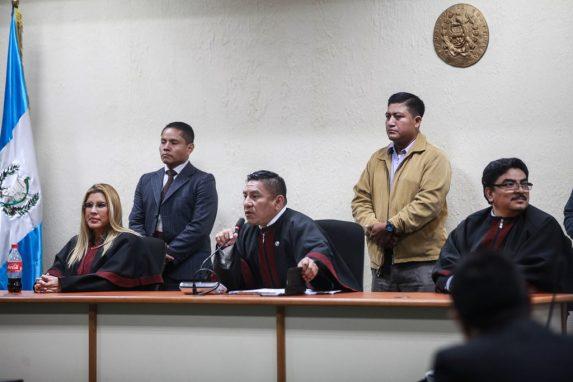 Tribunal de C Mayor Riesgo, integrado por Eva Recinos, Pablo Xitumul y Elvis Hernández dictan sentencia a los 13 implicados.