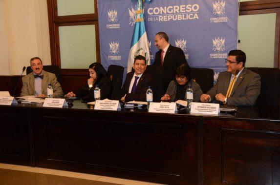 Diputados de la comisión que fiscaliza la compra del edificio del MP en la zona 5.