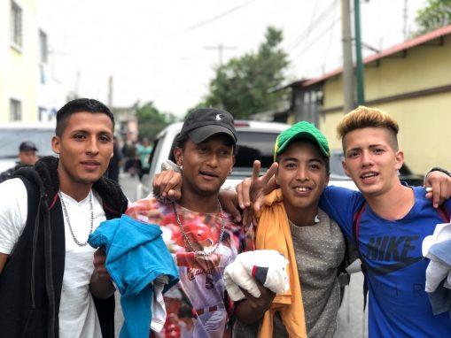 Los jóvenes en Honduras tienen pocas posibilidades para conseguir un empleo, dice Jonathan.