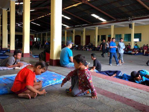 El camino aún es largo. Los hondureños que buscan un refugio en Estados Unidos toman un descanso en la Ciudad de Guatemala, donde se les brindó apoyo y muestras de solidaridad.