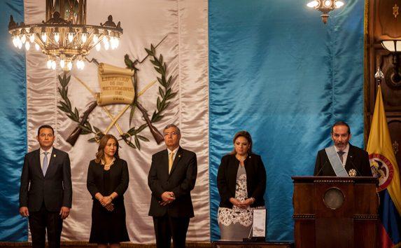 El embajador colombiano elogió el trabajo de Jimmy Morales.