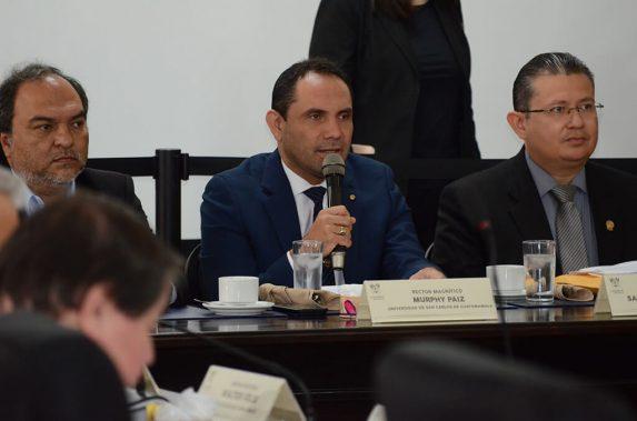 El rector Murphy Paiz y el CSU se reunieron con los jefes de bloque en el Congreso para plantear su preocupación sobre la baja en el presupuesto para la USAC.