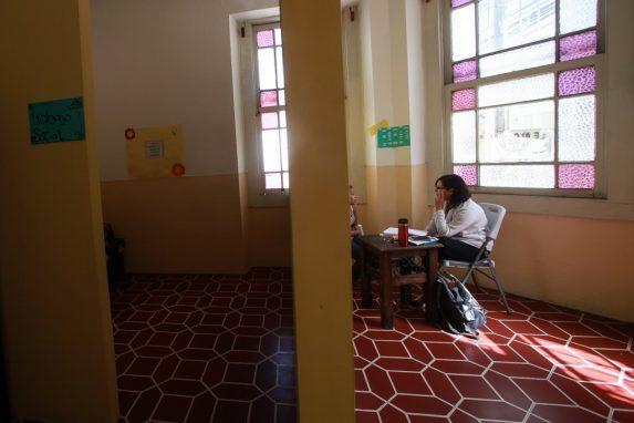Las niñas reciben también atención médica y psicológica durante su estancia en la casa hogar.