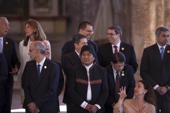 Evo Morales se quedó solo en una cumbre diseñada para intercambio de elogios entre Jimmy Morales y sus amigos.