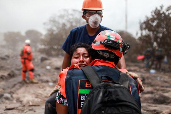 JUNIO. La tragedia marcó el 2018. La fuerte erupción del Volcán de Fuego ocurrida el 3 de junio sepultó dos pueblos y causó daños físicos y psicológicos en cientos de personas.