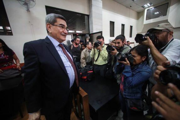SEPTIMBRE. El Tribunal de Mayor Riesgo B determinó que sí hubo delito de genocidio y contra los deberes de la humanidad contra el pueblo ixil. También resolvió por mayoría que e general retirado Mauricio Rodríguez Sánchez fuera absuelto del caso.