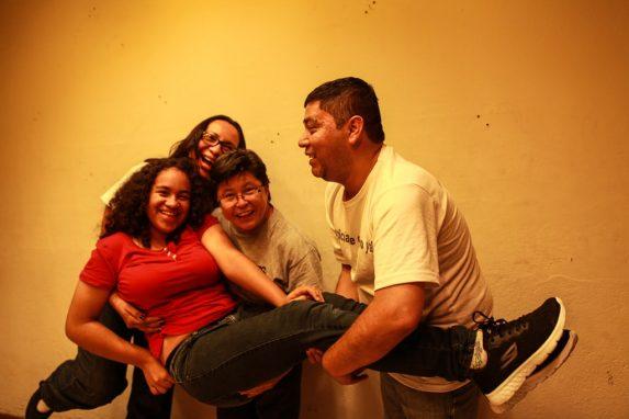 En la casa de Claudia, Amarilis, Wilber y Carmen la vida transcurre con normalidad. Aseguran que han creado un clima de amor y de apoyo.