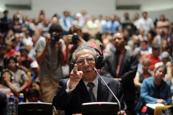 """ABRIL. El dictador Efraín Ríos Montt falleció el Domingo de Resurección —el 1 de abril—. Tenía 91 años. Desde hace años sufría problemas cardiacos y pulmonares, además de demencia. """"Falleció en su hogar, con el amor de su familia, con su conciencia sana y limpia"""", dijeron sus abogados."""