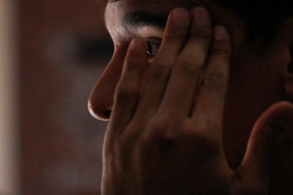 Luis relata cómo fue agredido junto a un amigo en una taquería de la zona 15. Foto: Carlos Sebastián