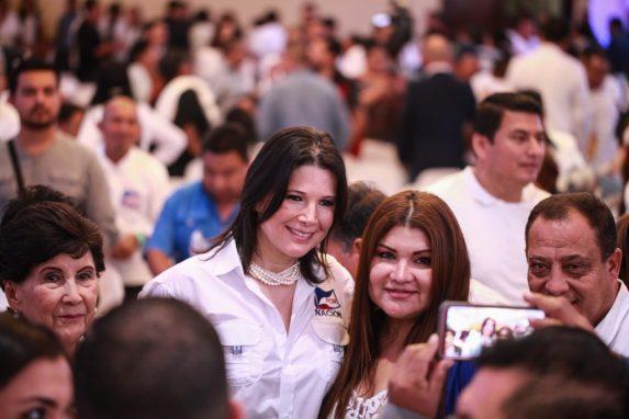 Betty Marroquín, busca la vicepresidencia del partido FCN.