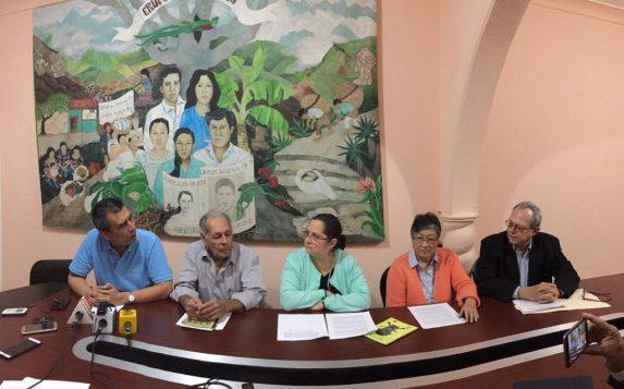 Dirigentes de la sociedad civil ofrecen una conferencia de Prensa. Foto: Sandra Sebastián