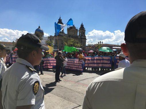 Los locatarios de La Terminal realizaron una manifestación en apoyo a Jmmy Morales. Foto: Carlos Sebastián